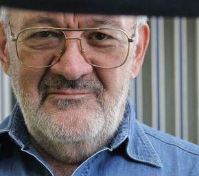 Leonardo Azpárren Giménez, crítico teatral y Magister en Teatro Latinoamericano enentrevista.