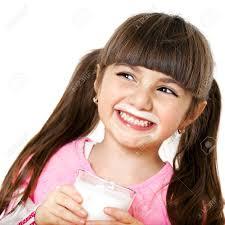 Leche niña tomando leche