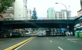 Cierran Avenida Urdaneta a la altura de PuenteLlaguno