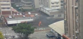 Implosión del elevado de Los Ruices y nubazón de polvo paraCaracas.