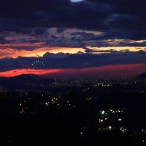 NUEVO AMANECER VENEZUELA: Ondea la brisa del cambio. (Video Navideño de Venezolanos en elextranjero)
