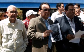 Quemada camioneta del Diputado Juan Carlos Velasco por hordas delgobierno.