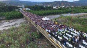 Casi 130 mil venezolanos cruzaron la frontera con Colombia este fin desemana