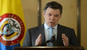 Santos: Maduro redacta una nueva Constitución para abolir el sufragiouniversal