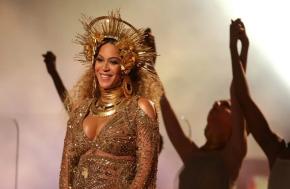 Beyoncé donará 100.000 dlrs para becas en centros de educación superiorafroamericanos