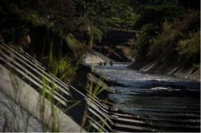 Sobrevivir en El Guaire, la ribera de un inframundo enCaracas