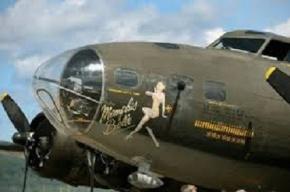 Un avión de la Segunda Guerra Mundial con 13 personas a bordo se estrelló enUSA