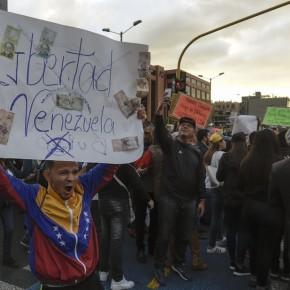 """Crisis en Venezuela: Rusia anticipa un """"baño de sangre"""" y denuncia la injerenciaextranjera"""