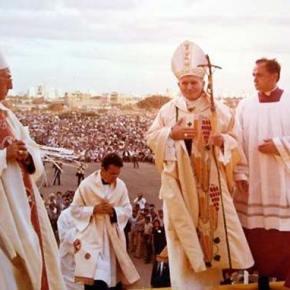 Recordamos a San Juan Pablo II a catorce años de su partida al cielo.Videos